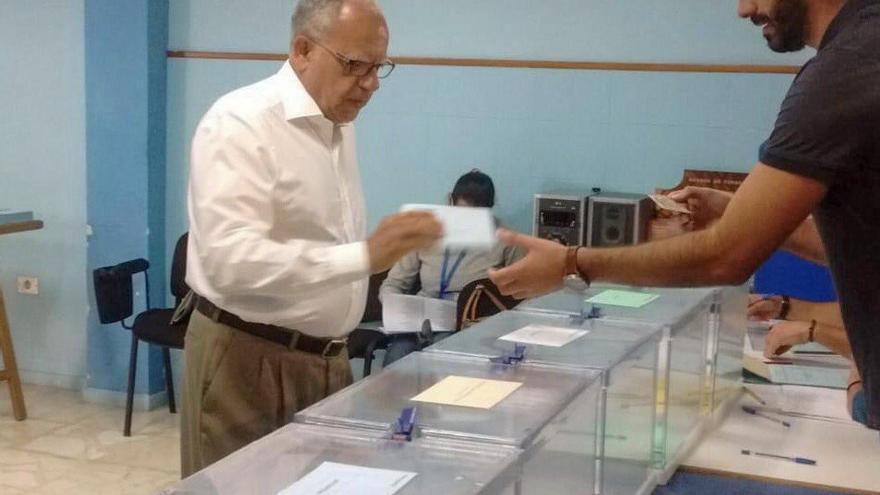 Casimiro Curbelo (ASG) vota este 26M.