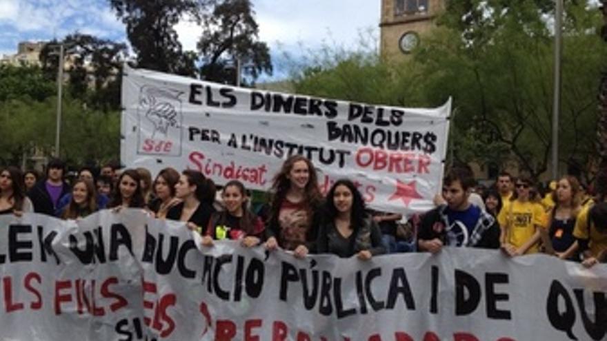 Cabecera De La Manifestación En Barcelona Contra Los Recortes En Educación