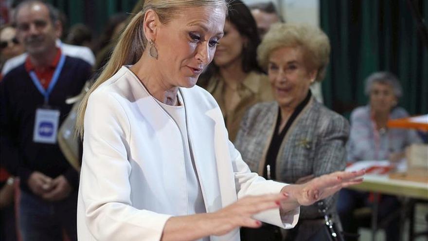 """Cifuentes desea una jornada electoral """"sin incidentes"""" tras votar"""