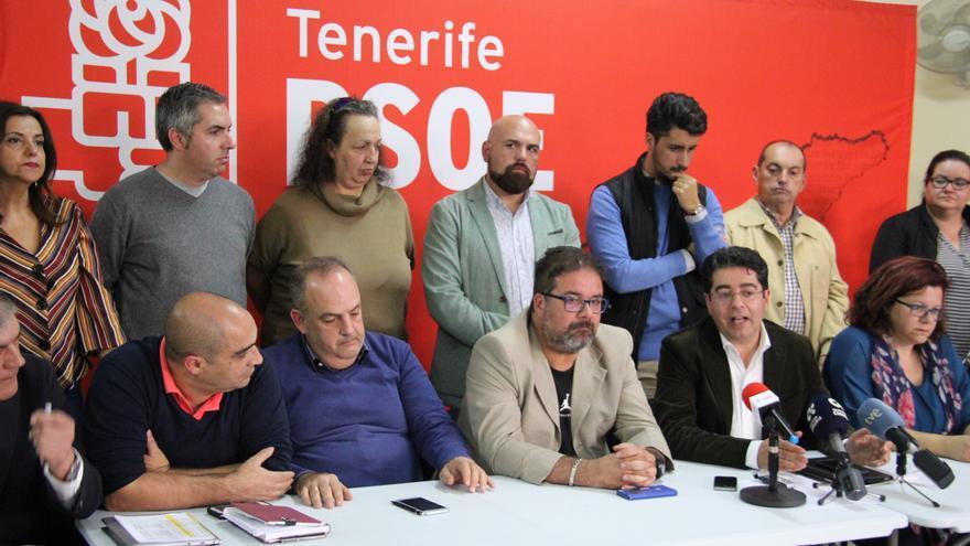 Integrantes del PSOE, con Pedro Martín, este jueves por la tarde en Icod de los Vinos