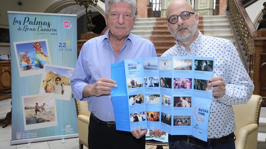 El concejal de Turismo de Las Palmas de Gran Canaria, Pedro Quevedo y Luis Roca, cineasta y escritor cinematográfico.