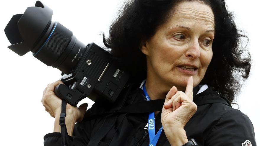 "La fotógrafa Isabel Muñoz asegura que se ha pasado ""toda la vida"" buscando ""la luz"" del ser humano"