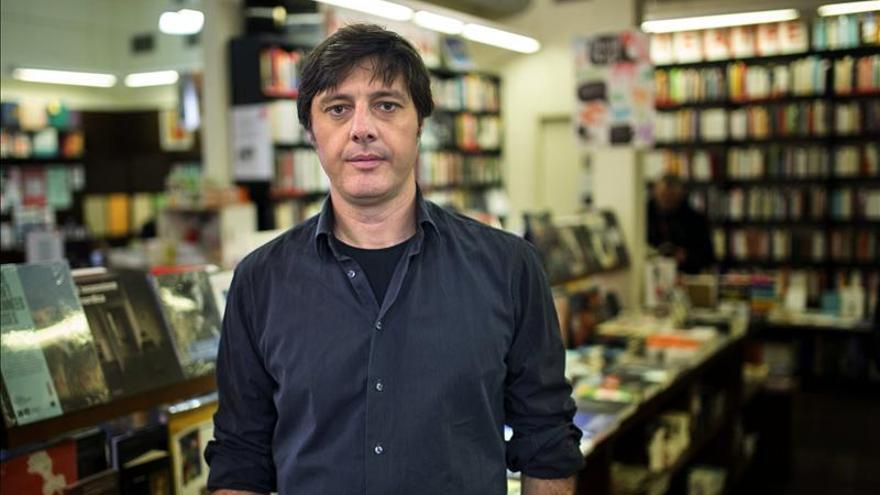 El escritor Andrés Barba dice que España es un país que se relaciona muy mal con la risa