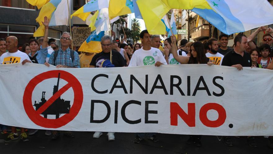 Pancarta de la manifestación de Las Palmas de Gran Canaria contra las prospecciones petroliferas