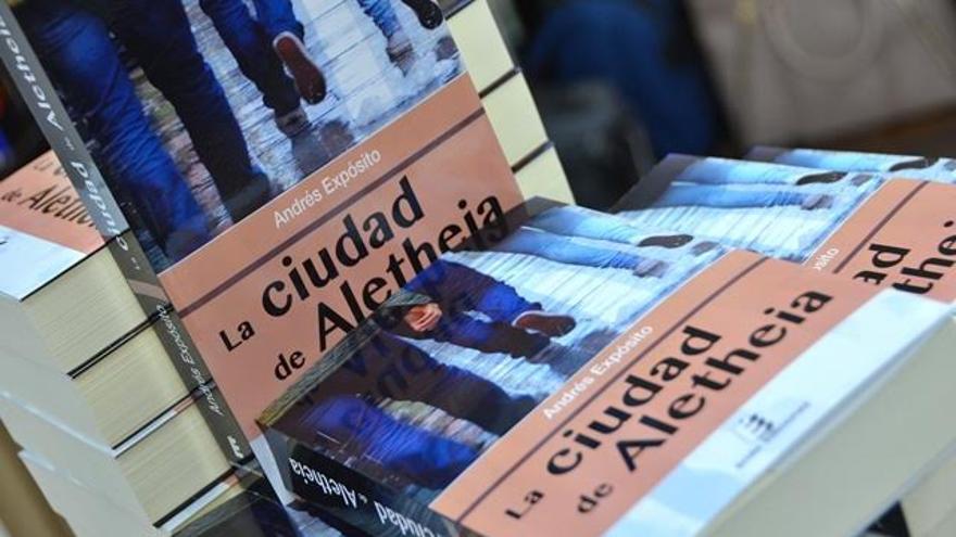 La última novela de Andrés Expósito trata de la ciudad y los ciudadanos.