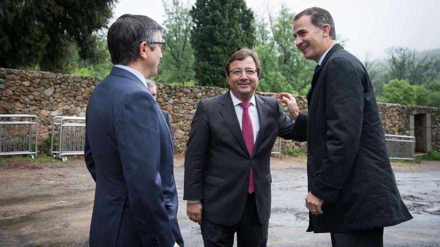 Patxi López, Fernández Vara y Felipe VI a la llegada de éste