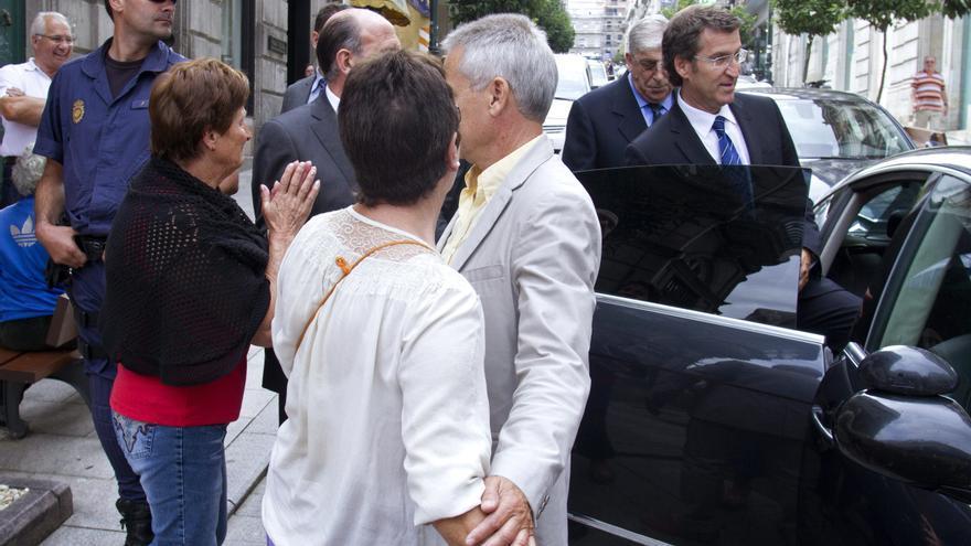 Afectados por las preferentes de Novagalicia Banco  abuchean a Feijóo en un acto en Vigo