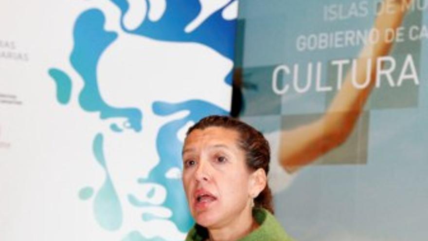 La consejera de Educación del Gobierno regional, Milagros Luis Brito, durante la presentación del Día de las Letras Canarias. (ACFI PRESS)