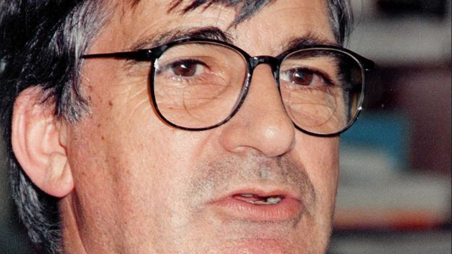 Ernest Lluch en abril de 1993