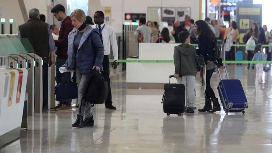 El uso del avión crece el 4,1 % en octubre y el del AVE el 3,5 %