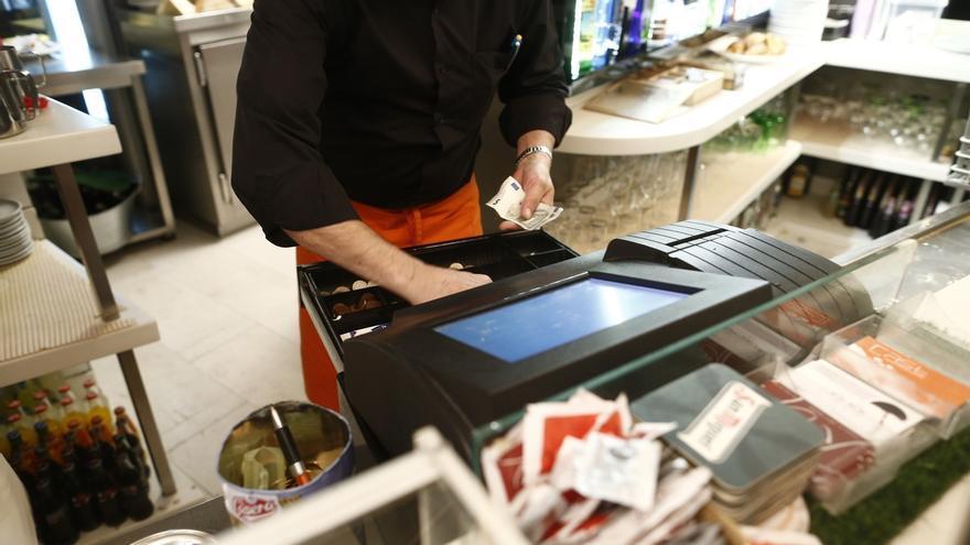 El sector servicios eleva sus ventas un 2,3% en julio en Cantabria y el empleo un 3,4%