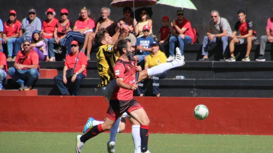 En la imagen, Nacho Rodríguez, autor del gol del Mensajero este domingo. Foto: JOSÉ AYUT.