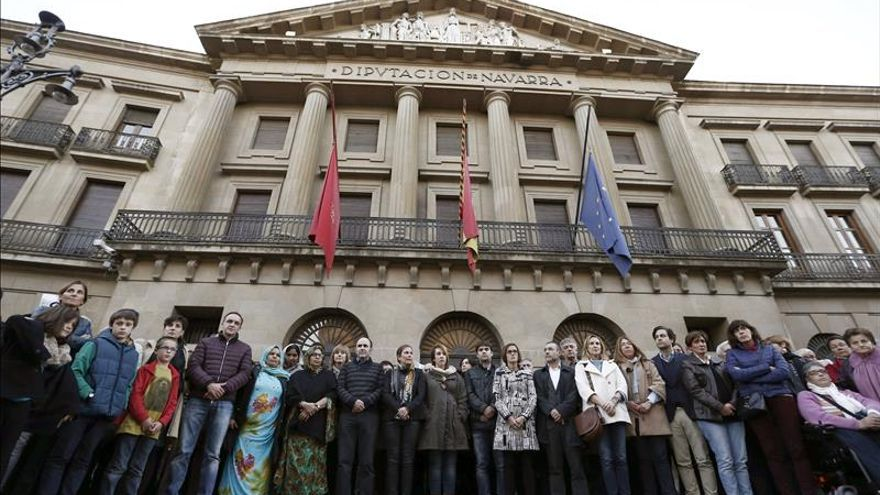 Instituciones y partidos se unen en Navarra en solidaridad con las víctimas