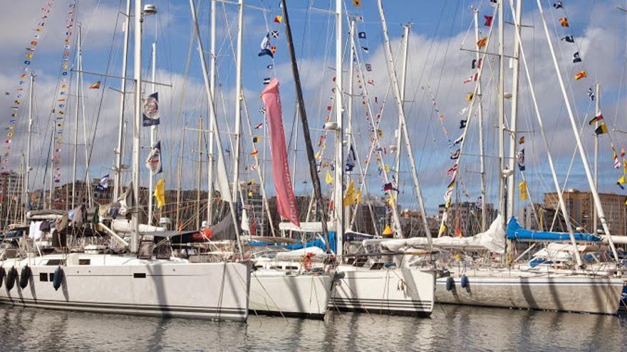 Algunas embarcaciones en el Muelle Deportivo en Las Palmas de Gran Canaria. (Página oficia lpamar.com).