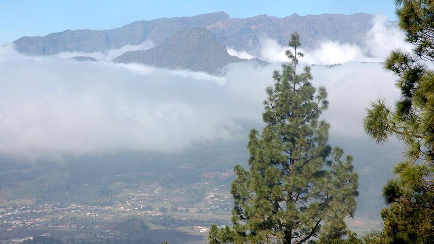 Claros y nubes en el cielo de La Palma.