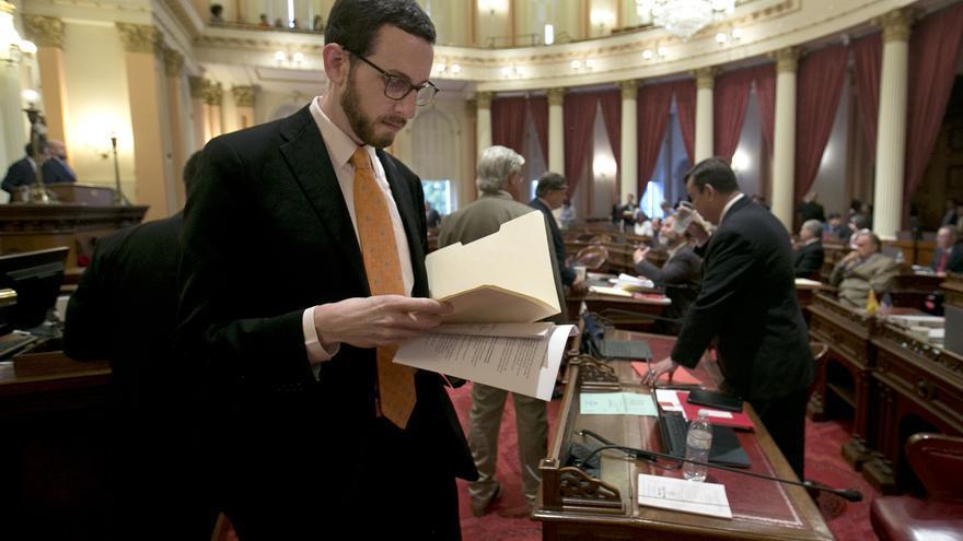 El demócrata Scott Wiener en el capitolio del estado de California, donde es senador.