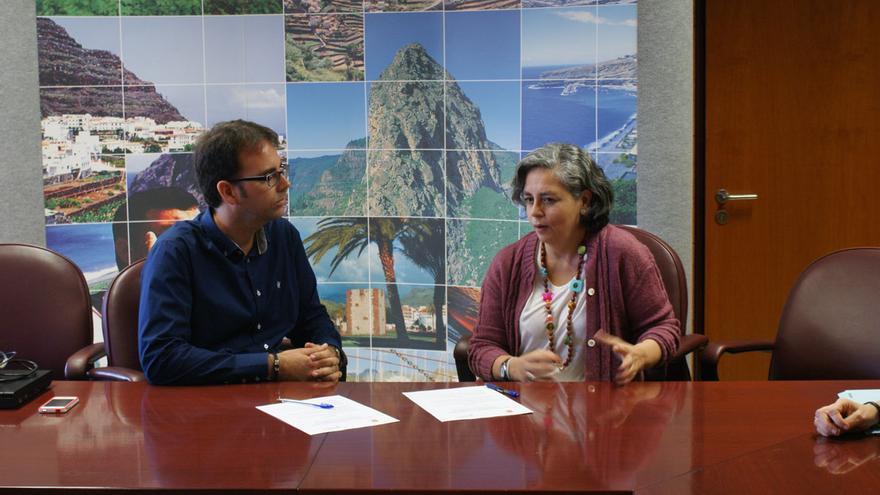 Firma del convenio para la realización de talleres educativos entre Cabildo y Fundación Mapfre