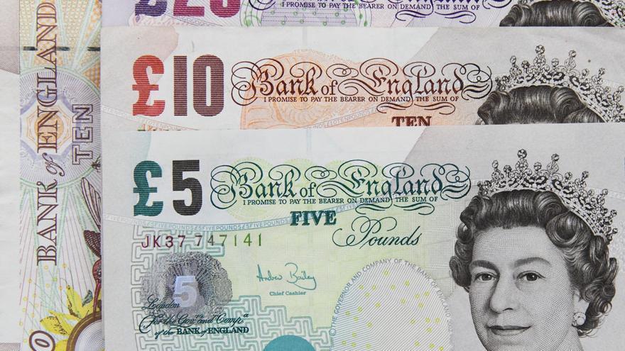 La libra ha caído un 20% frente al euro en lo que va de año.