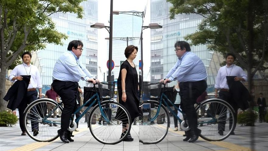 Unemployment in Japan remained at 2.4% in February