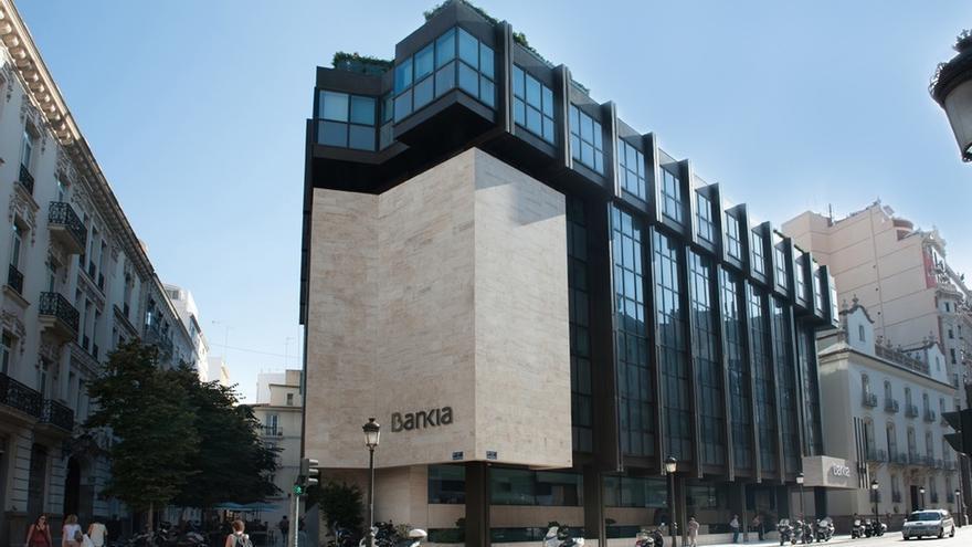 Condenan a Bankia a devolver a un director jubilado 73.800 euros por las preferentes vendidas por un compañero