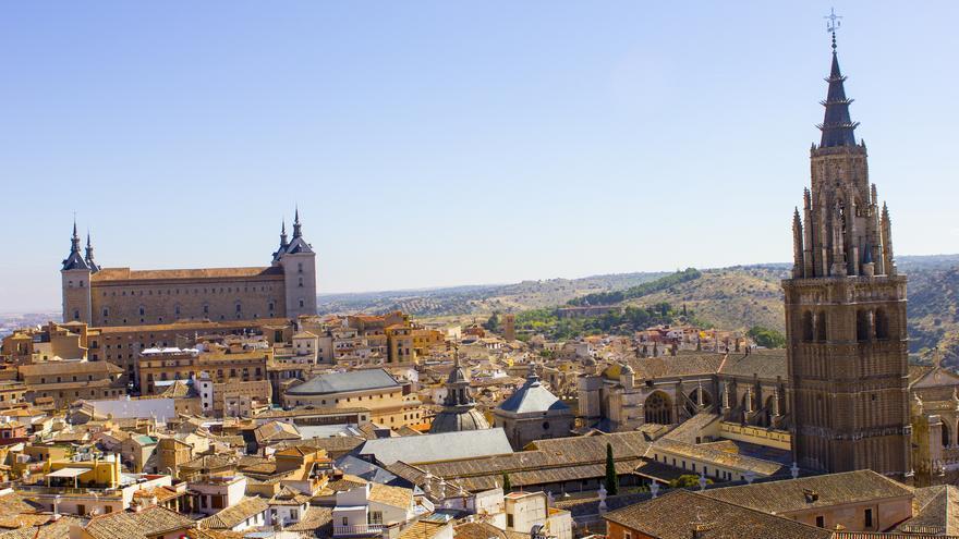 Torre de la catedral y Alcázar desde la cúpula de San Ildefonso.