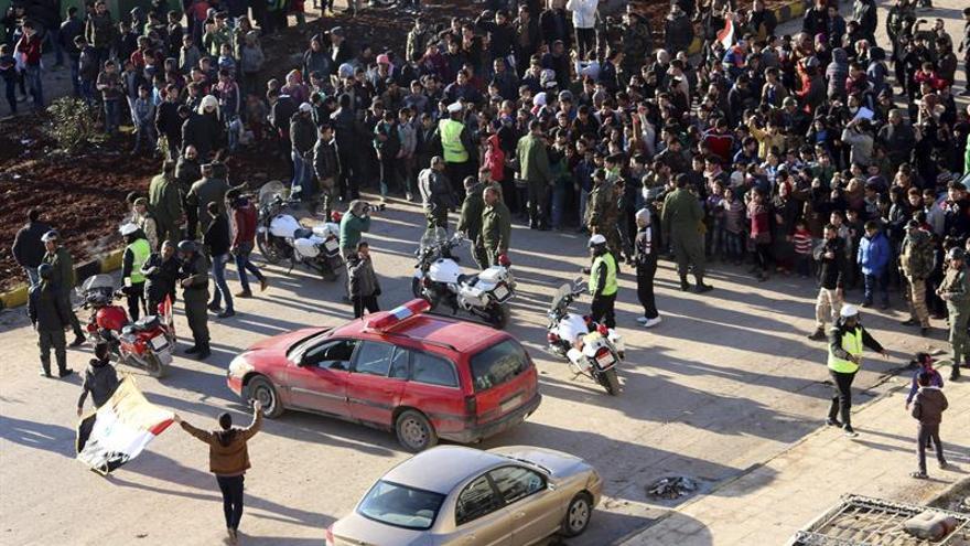 Prosigue la evacuación de la población del este de Alepo tras la salida de miles de personas