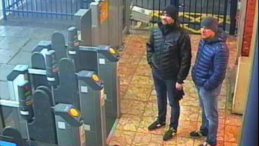 Petrov y Boshirov, captados por las cámaras de vigilancia de la estación de Salisbury.