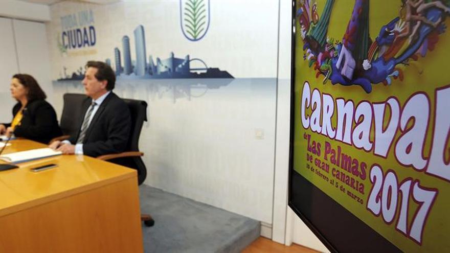 La directora general de Presidencia y Seguridad Ciudadana del Ayuntamiento de Las Palmas de Gran Canaria, Eulalia Guerra, y el subdelegado del Gobierno en la provincia, Luis Molina