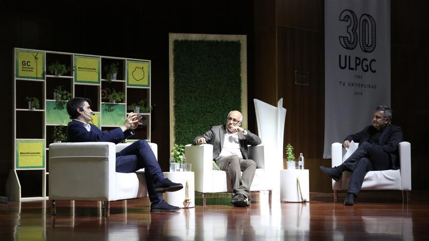 Jorge Morales, director de Próxima Energía; el presidente del Cabildo de Gran Canaria, Antonio Morales y el director de Canarias Ahora, Carlos Sosa.