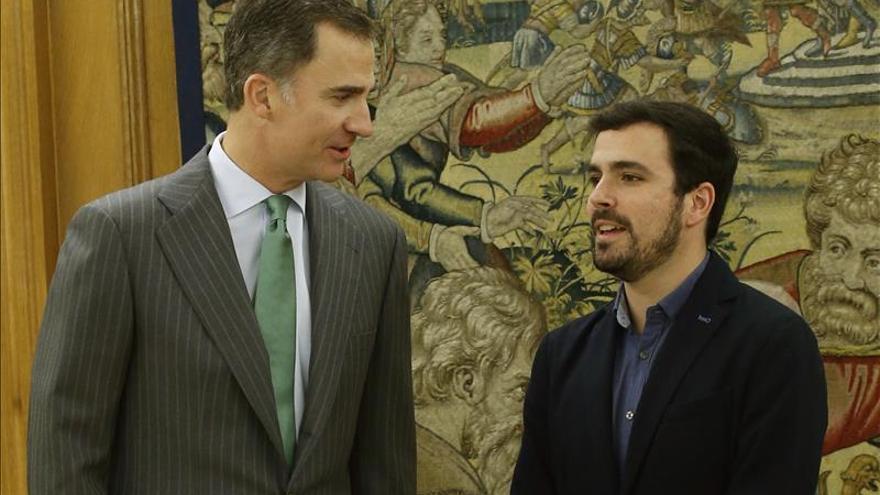 Garzón mediará entre Iglesias y Sánchez para que gobierne la izquierda