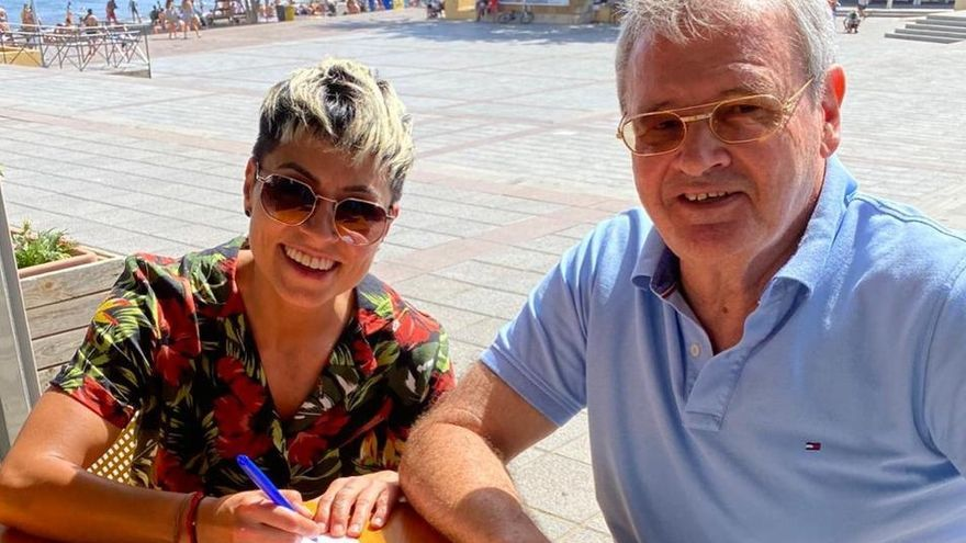 María José Pérez y el presidente Sergio Batista.