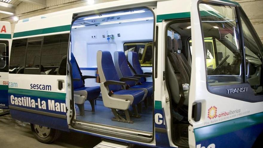 Una de las ambulancias que dan servicio en Castilla-La Mancha. Foto: Ambuibérica