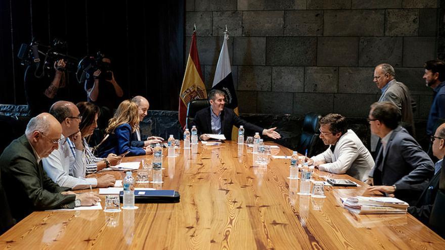 Reunión del Gobierno de Canarias con los representantes de los cabildos insulares