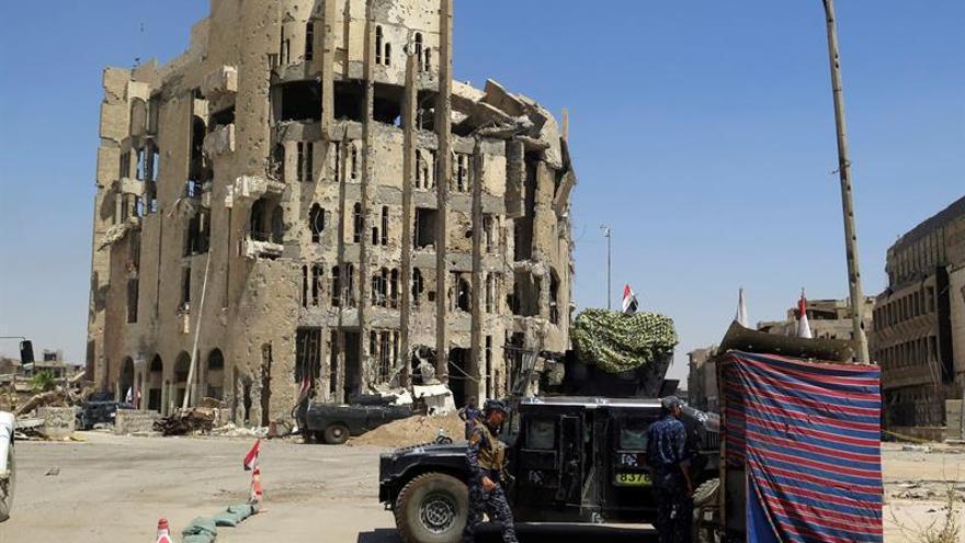 Mueren cuatro policías iraquíes en choques contra el EI en oeste de Mosul