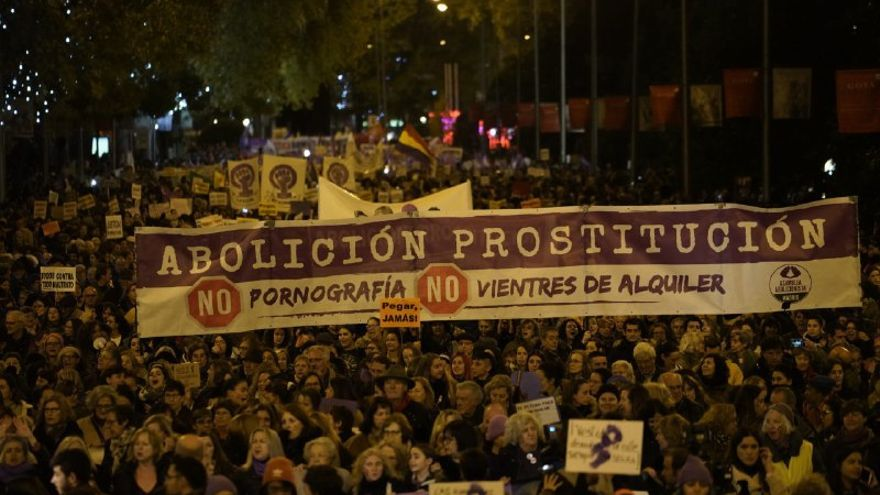 """""""Abolición prostitución"""", una de las pancartas de la marcha del 25N en Madrid"""