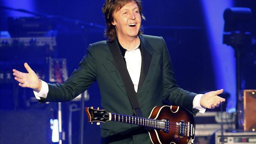 McCartney desata la locura en el estadio del último concierto de los Beatles