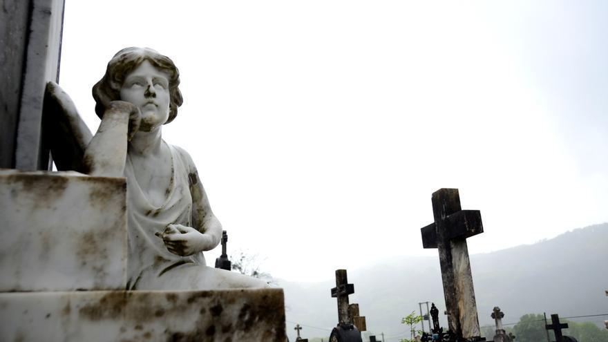 El ángel del cementerio, uno de los puntos más buscados por los visitantes de la Ruta de Baztan.