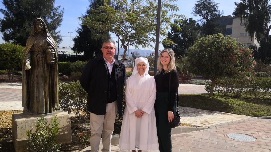 La plantilla de Aguas de Murcia dona 5.800 euros a la Congregación de las Hermanitas de los Pobres