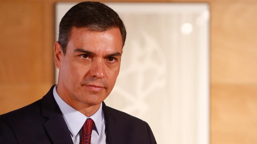 El presidente del Gobierno, Pedro Sánchez, recibe a Pablo Iglesias.