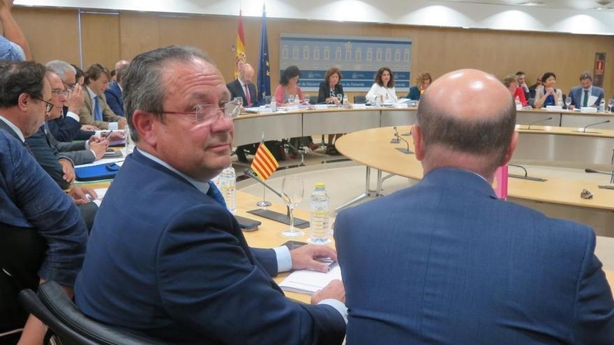 El consejero castellano-manchego, ayer, en el Consejo de Política Fiscal y Financiera