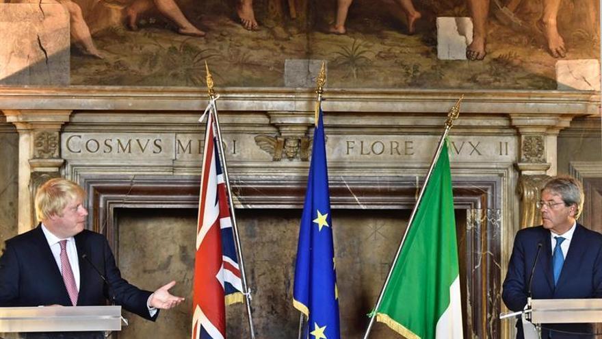 Boris Johnson dice en Florencia que Londres no quiere visados tras salir de la UE