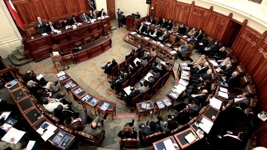 El Legislativo aprobó la propuesta del Ejecutivo de postergar una vez más el día en que se votará a quienes redacten la Constitución que sustituirá el legado de Pinochet