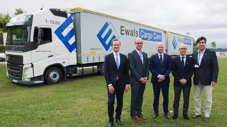 """Se presenta en Santander un camión dúo trailer que reduce """"en un 40%"""" las emisiones de CO2"""