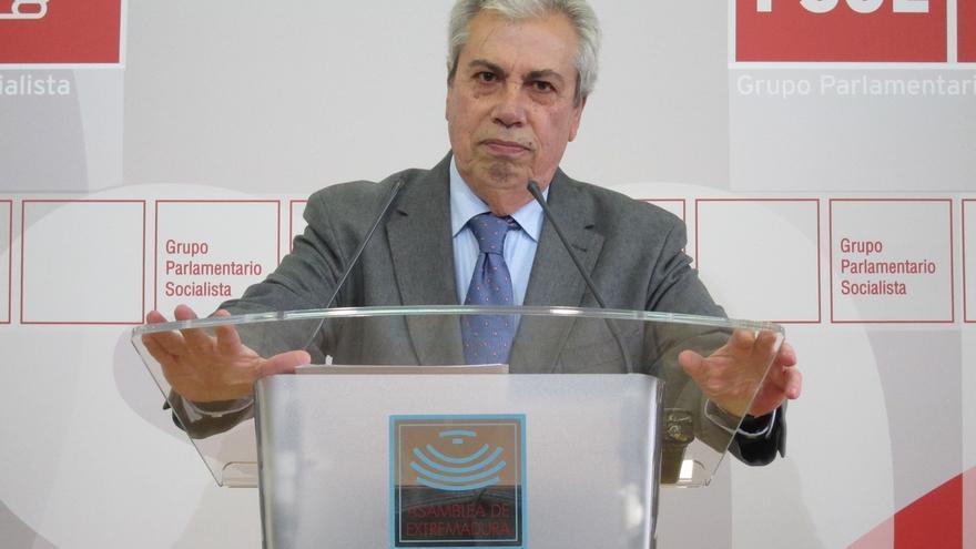 """El PSOE extremeño pide la dimisión del consejero de Fomento por el """"enchufe de amigos"""" y """"fraude"""" en ITV regionales"""