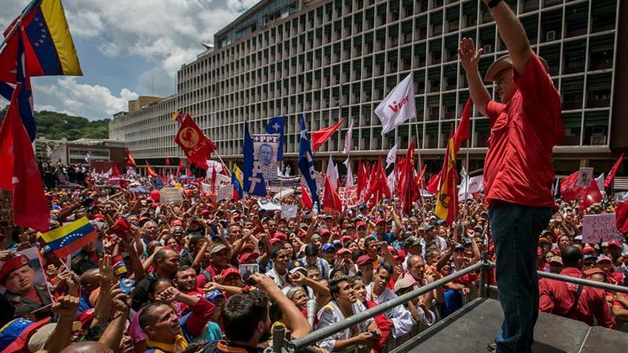 El chavismo se moviliza en respaldo a Maduro con el diálogo político de fondo