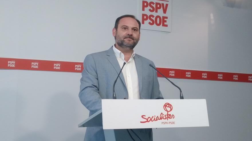 Ábalos asegura que el PSOE está dispuesto a una reforma electoral