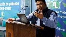 El secretario ejecutivo del Consejo Nacional de Evaluación de la Política de Desarrollo Social (Coneval), José Nabor Cruz, participa en una rueda de prensa para la presentación del informe sobre la evolución de la pobreza entre 2008-2018, en Ciudad de México (México).