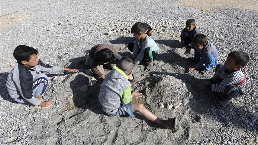 Centenar de familias iraquíes llega a la zona del noreste sirio dominada por el EI