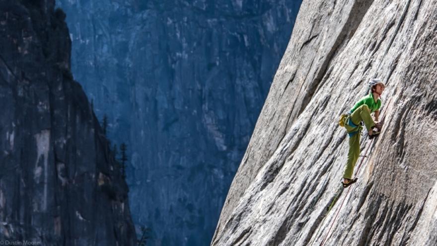Adam Ondra en 'Dawn Wall' (© Dustin Moore / Black Diamond).
