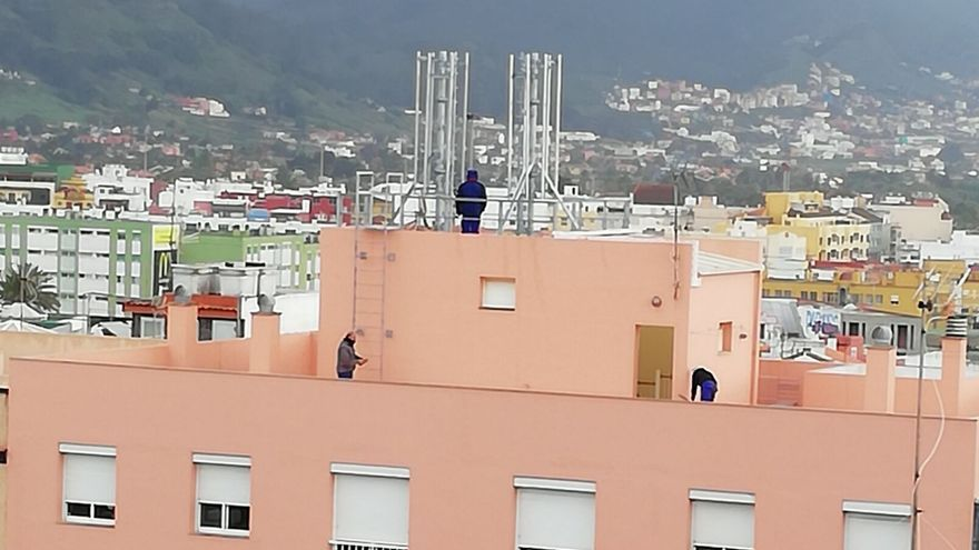 Instalación de antenas de telefonía móvil objeto de la polémica, en El Coromoto